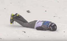 Wypadek na skoczni - straszny upadek nastolatka