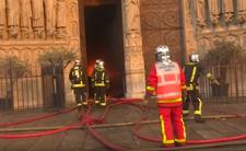 Ugasili pożar Notre Dame, ale zostali oskarżeni o zbiorowy gwałt