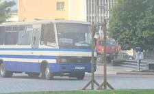 Porwał autobus, wziął zakładników - trwają negocjacje z porywaczem