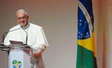 Papież Franciszek nie chciał, by całowano go w pierścień