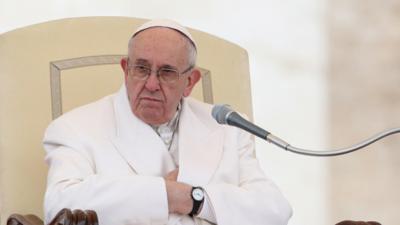 Papież Franciszek znowu miał atak rwy kulszowej. Czy głowa Kościoła stanie na nogi?