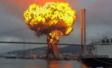 Potężny wybuch w porcie - służby próbują ustalić dlaczego doszło do pożaru na statku
