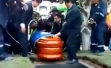 Pogrzeb i makabryczna wpadka - burmistrz wypadł z trumny