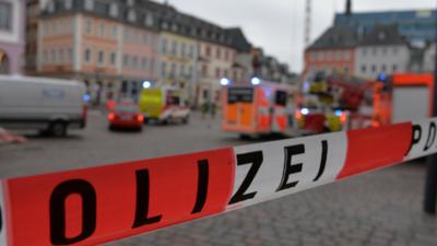Kierowca staranował pieszych w Trierze