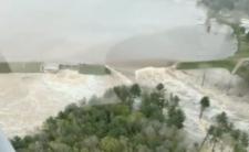 Zniszczone tamy, deszcz i powódź w USA